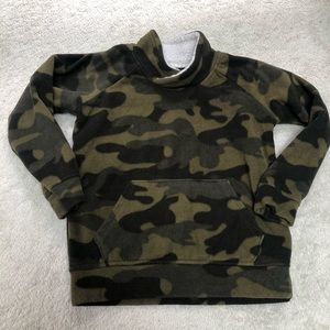Old Navy boys 5T fleece camo sweater
